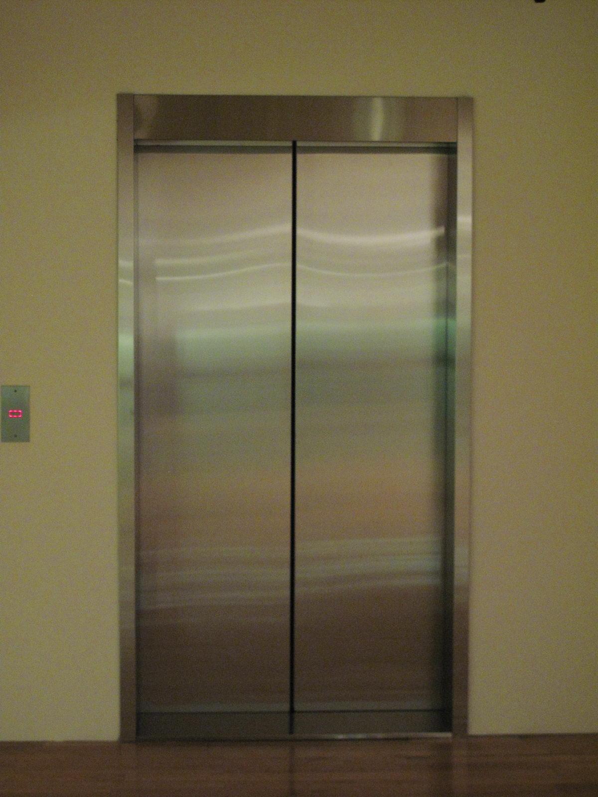 Conversaci n en el ascensor r v for Materiales para hacer un ascensor