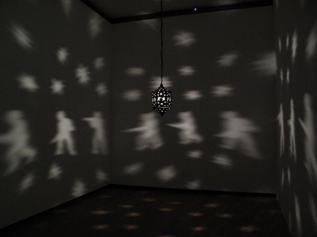 25_Mona Hatoum-Misbah (luminaria)