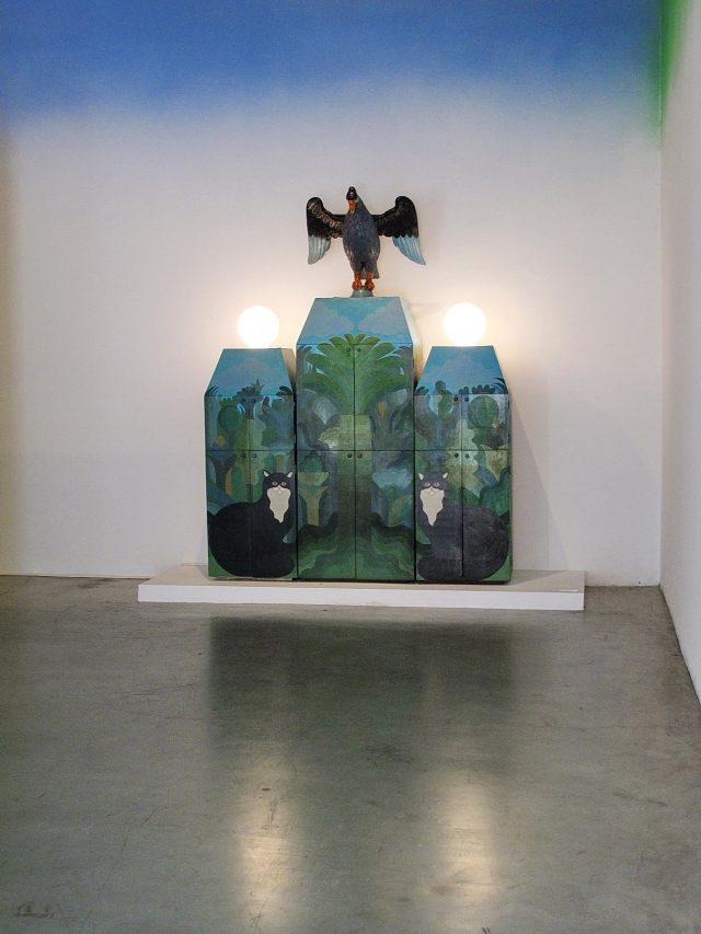 02-Edgardo Gimenez-Mueble del aguila y los gatos