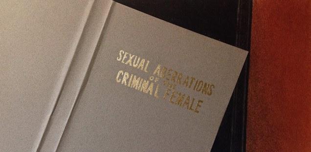 feat-martin-sichetti-sexual-aberrations-of-the-criminal-female-serie-stills-2016-dibujo-collage-lapiz-pastel-y-dorado-a-la-hoja-sobre-papel-185-x-345-cm